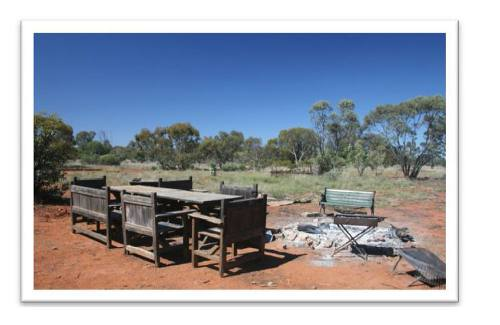 Four Corners Farm Stay - Camp fire for that bush setting