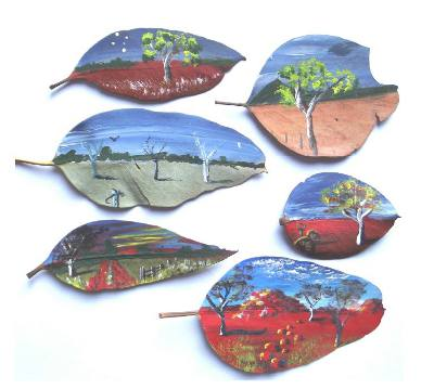 Four Corners Farm Stay - Art lessons learning to paint on a gum leaf